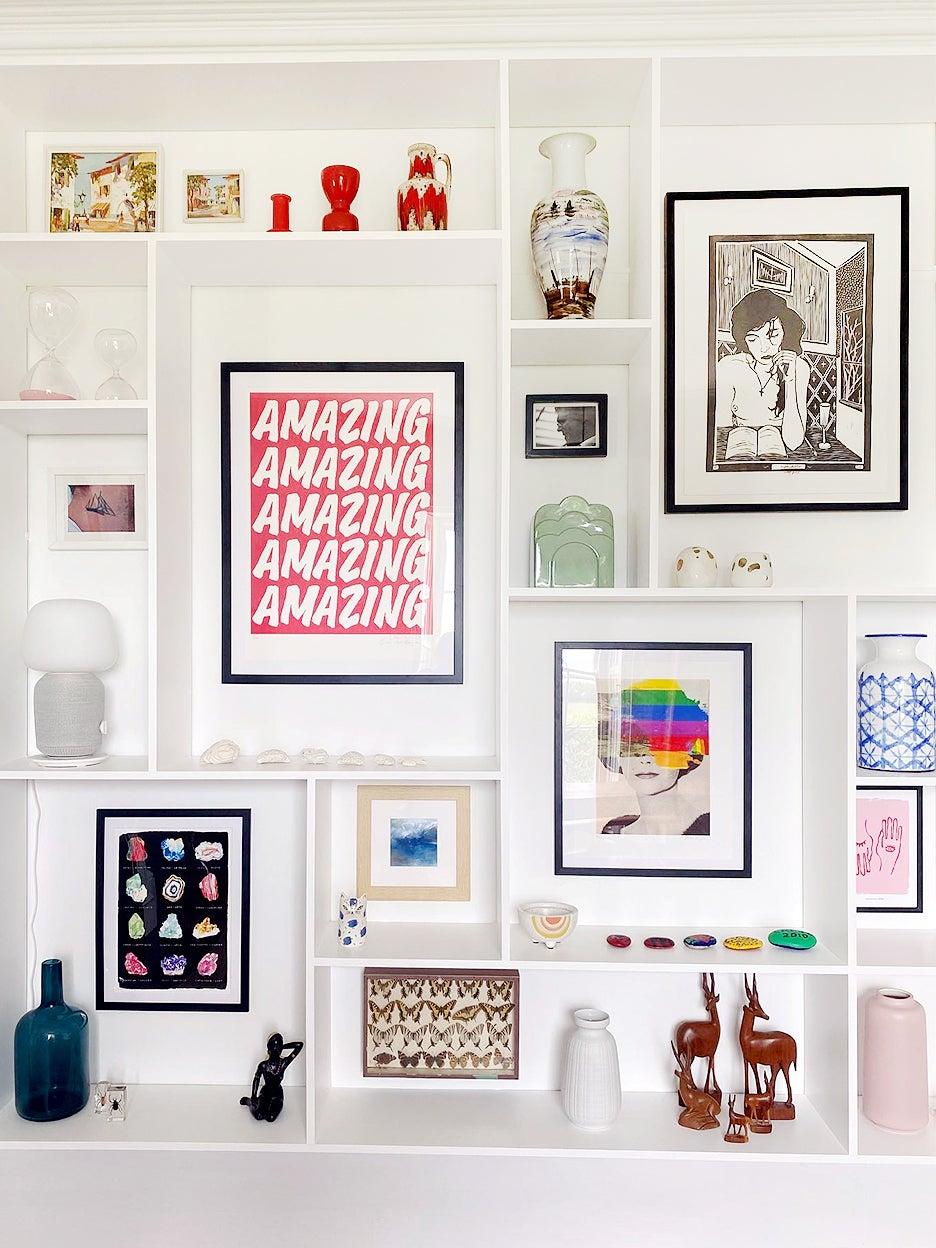 Gallery wall in shelves