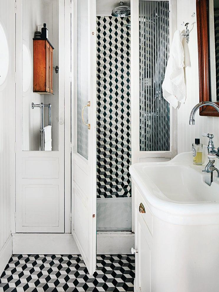 6 Black And White Bathroom Floor Tiles That Feel Totally Fresh