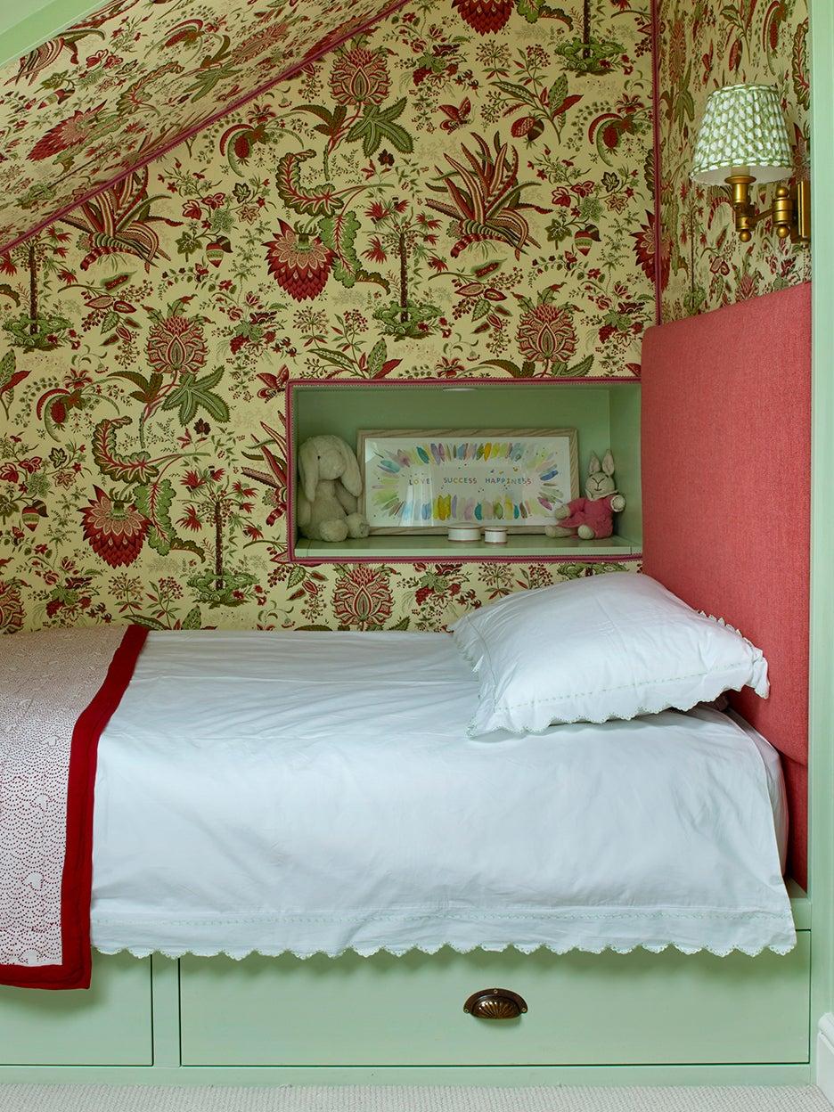 Kids built-in bed nook