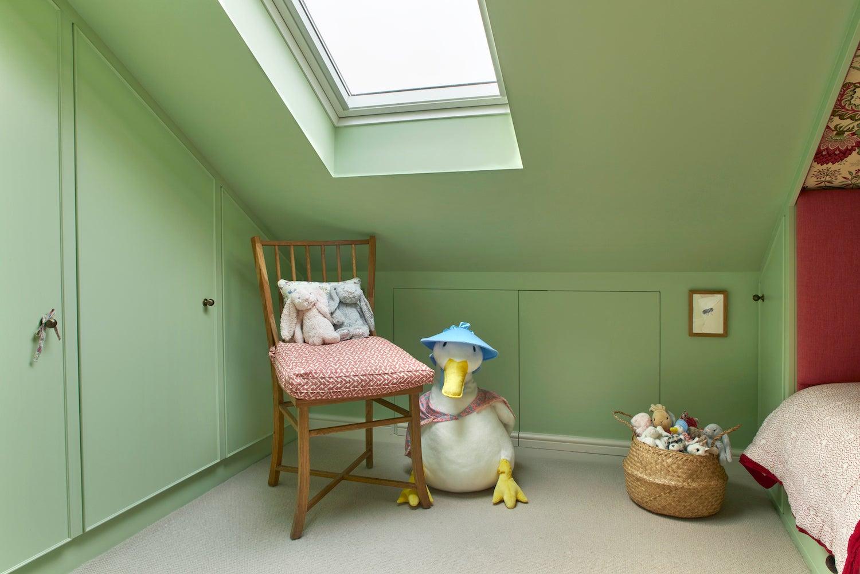 Seamless closet doors in kids room
