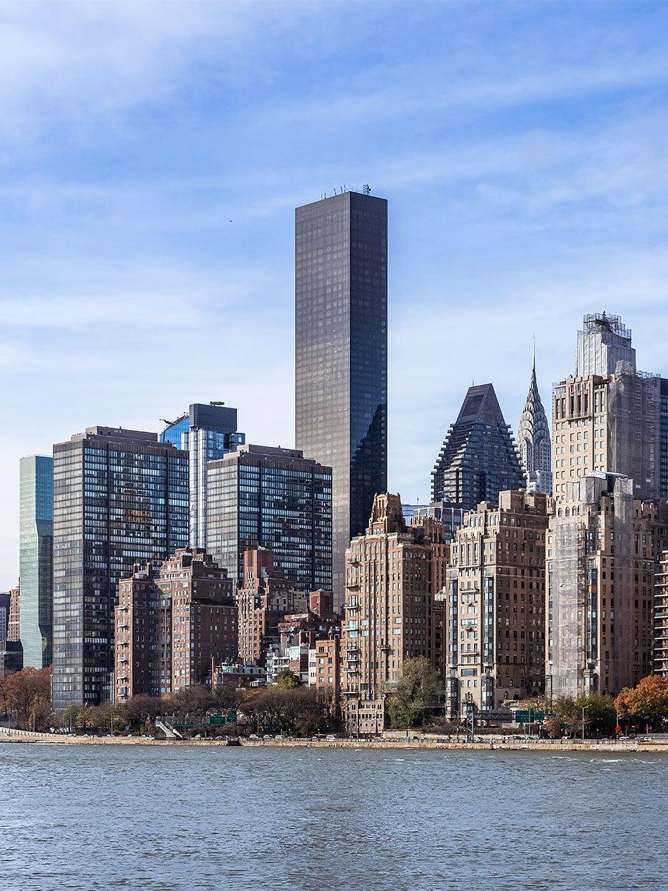 nyc skyline showing UN building