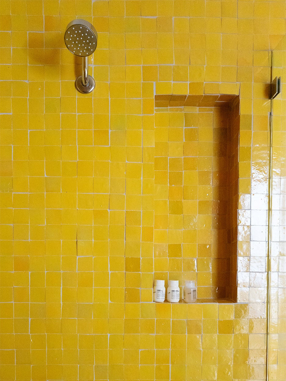 can-you-paint-bathroom-tile-domino