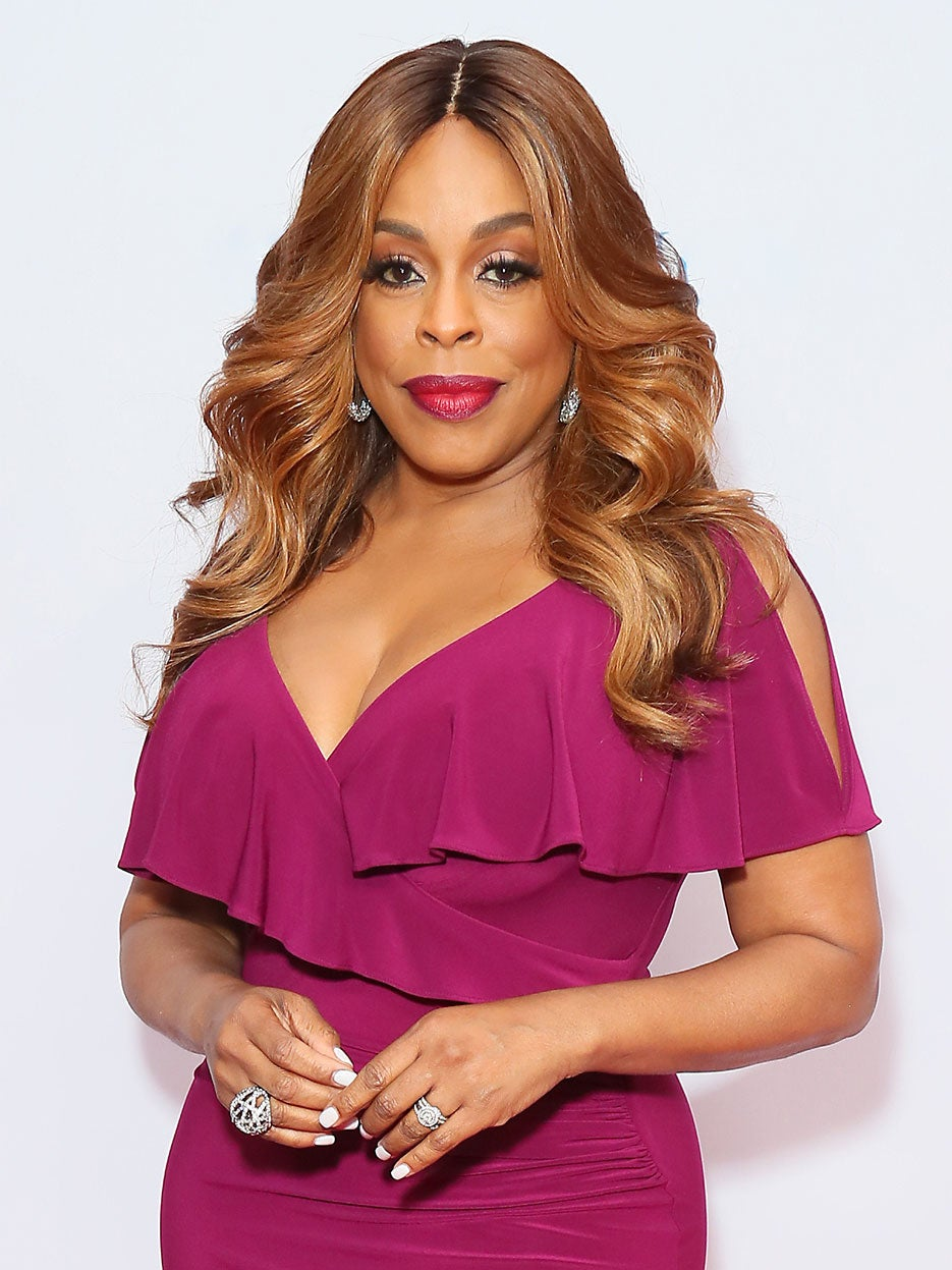 Steal Niecy Nash's Genius Floral Idea for Your Backyard Wedding