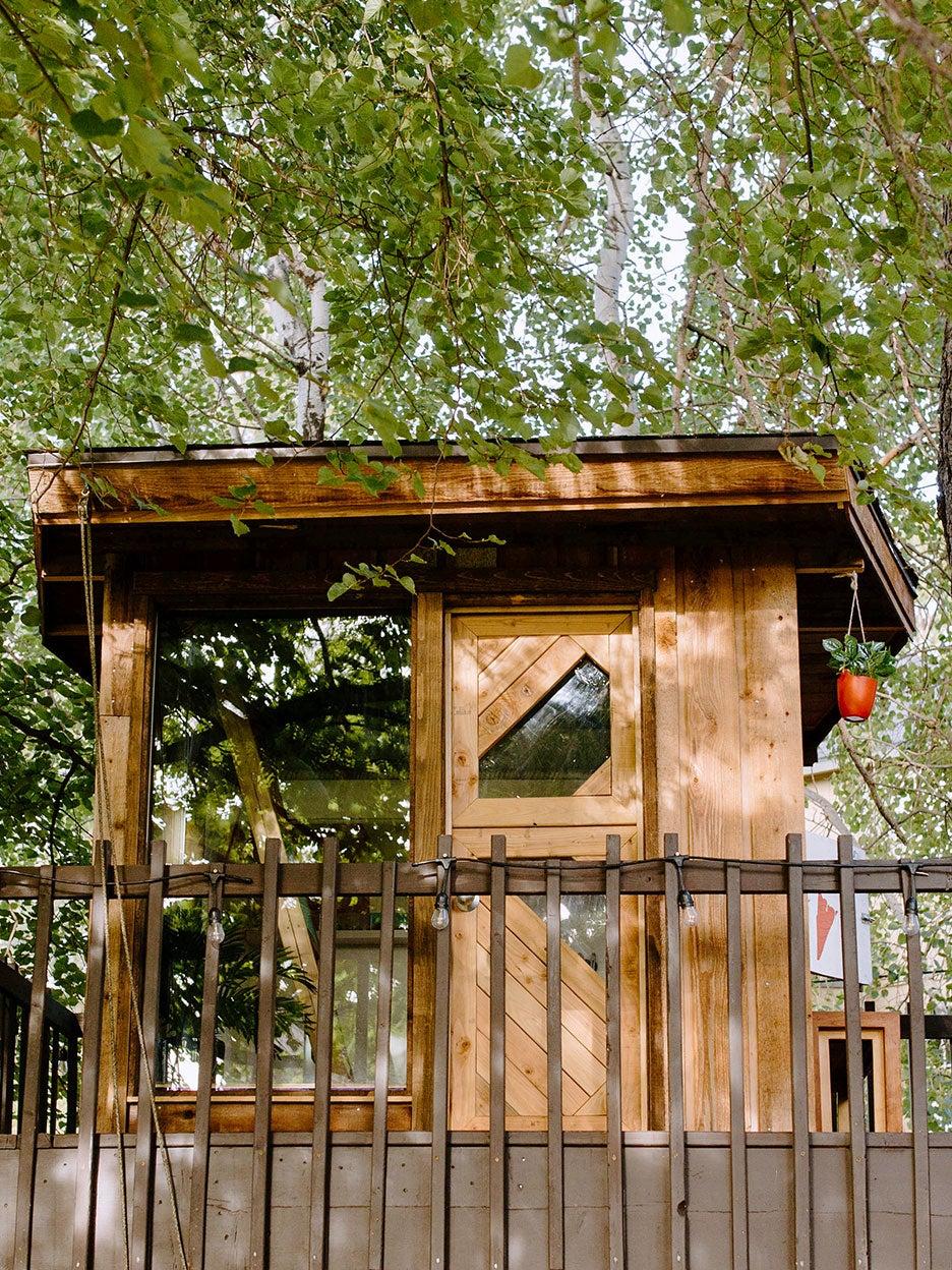 00-FEATURE-mid-century-modern-tree-house-domino