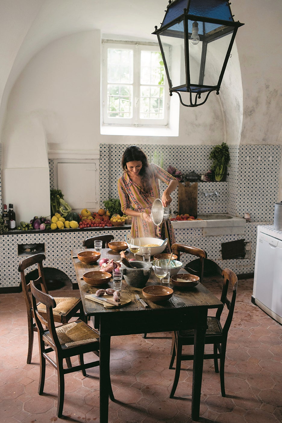 mimi thorisson in kitchen