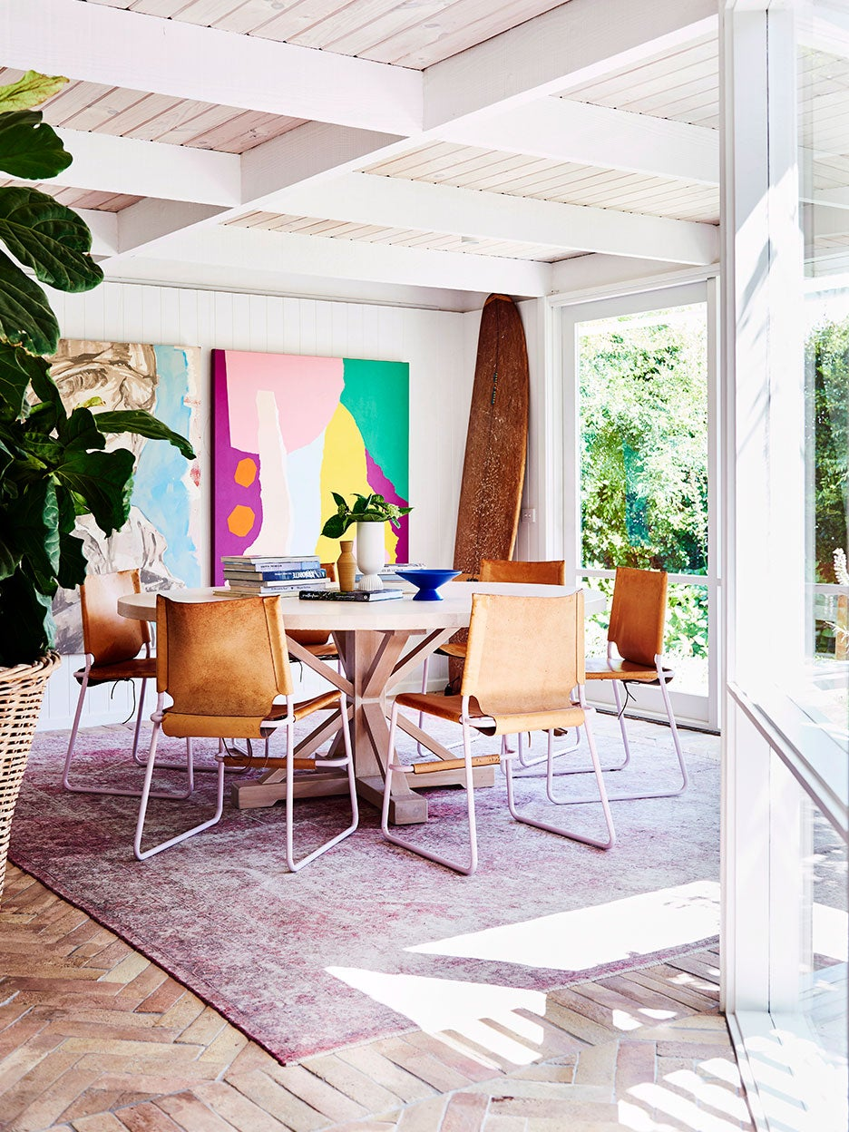Dining room with round table and lilac rug