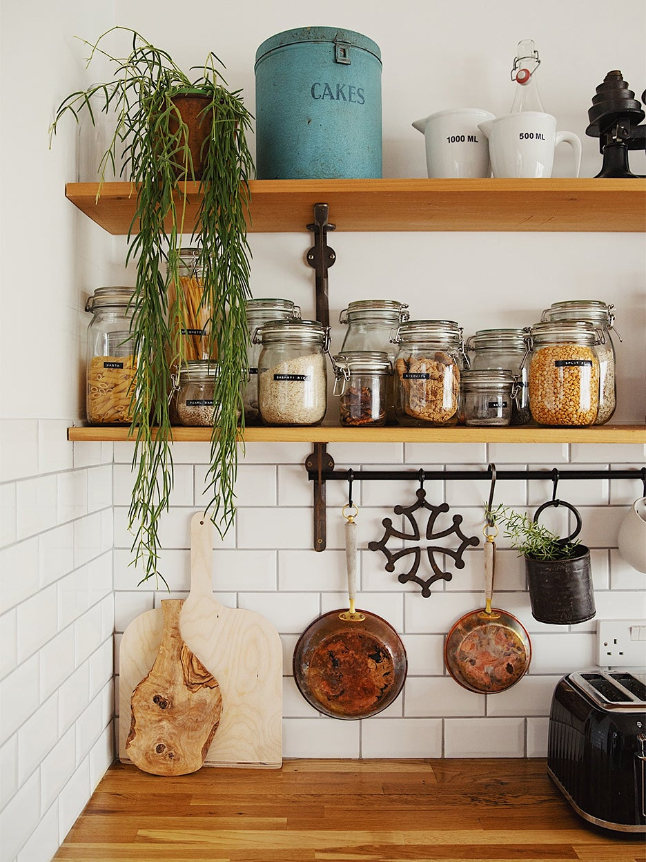 subway tile kitchen wiht small pots