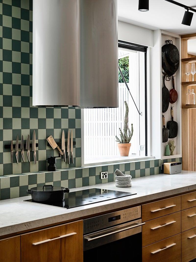 chekered kitchen backsplash