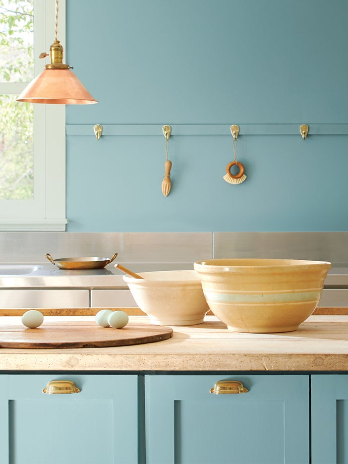 Benjamin Moore's 2021 Color of the Year Is Made for Kitchen Cabinets