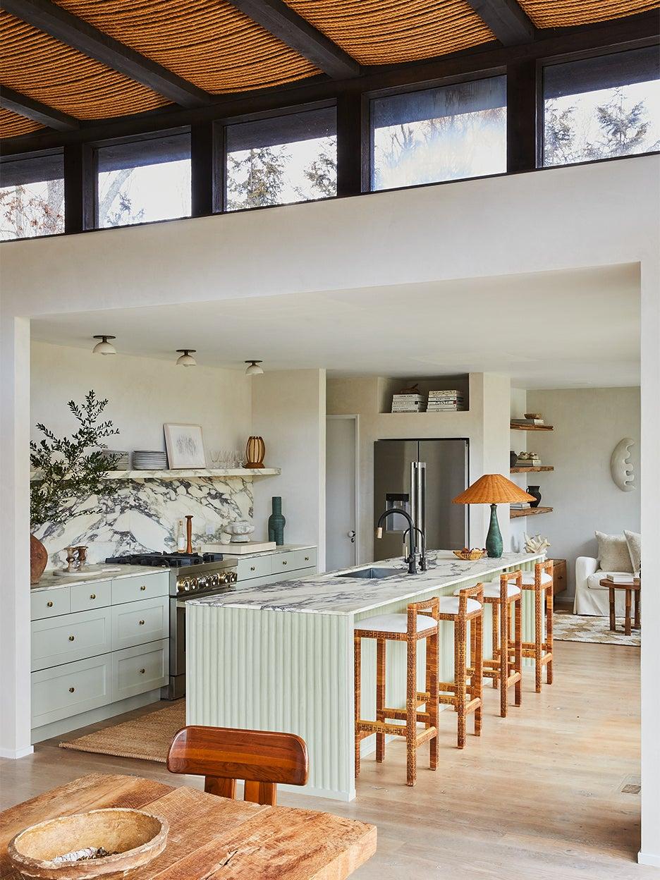 lalrge modern beahc house kitchen