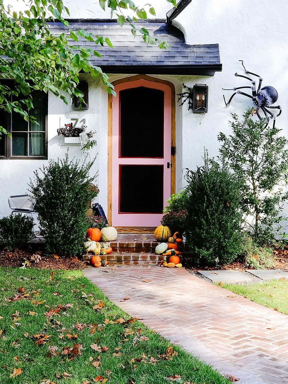 whtie house with pink door