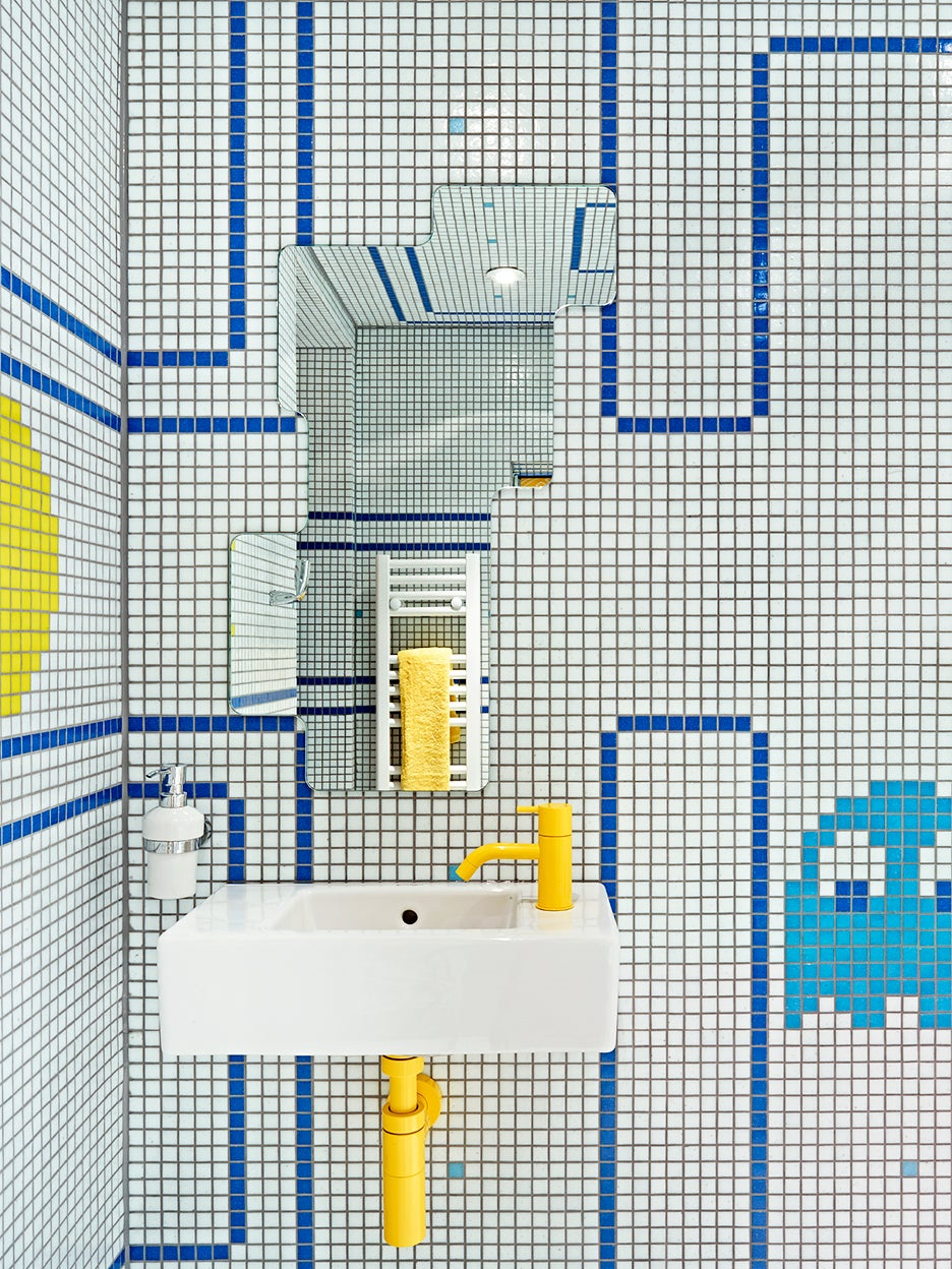 00-FEATURE-pac-man-bathroom-domino