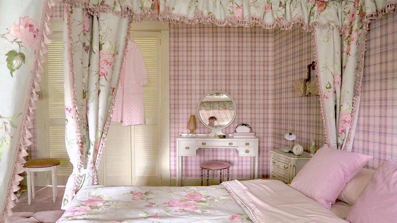Pink plaid bedroom