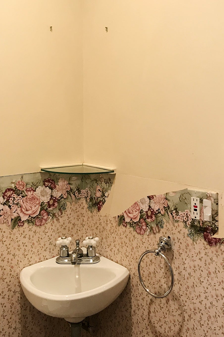 floral dated bathroom