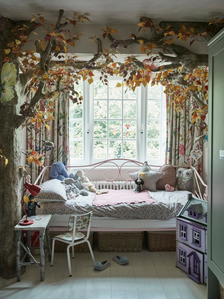 Leafy tree canopy kids bed