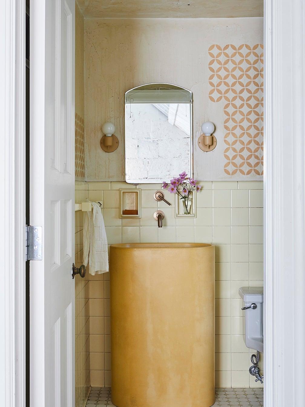 Leanne Ford home Pittsburgh - yellow bathroom