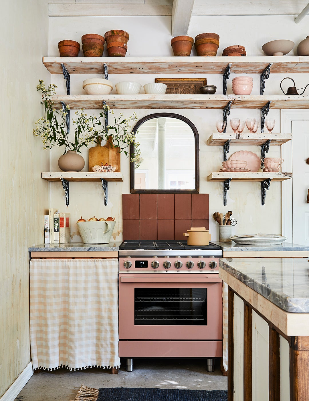 Leanne Ford home Pittsburgh - kitchen with open shelving