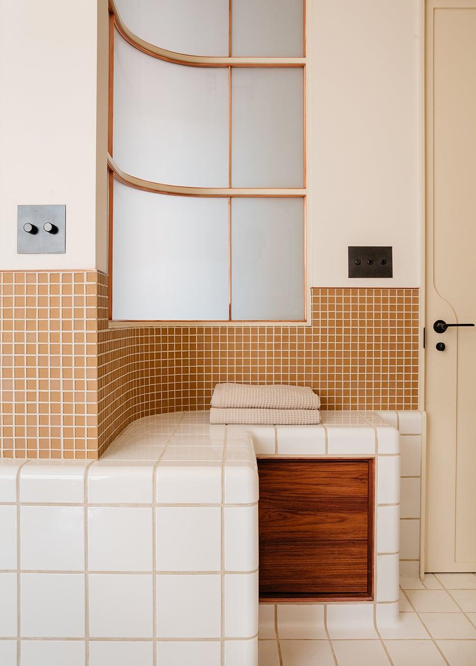 00-FEATURE-home-studio-tile-bathroom-domino