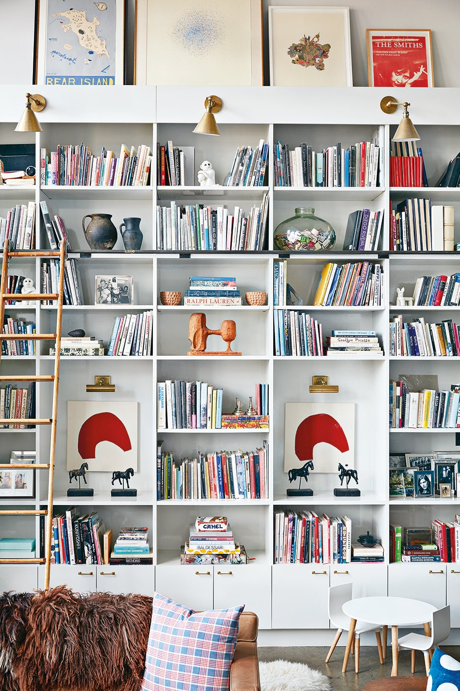 00-FEATURE-how-to-style-book-shelf-domino