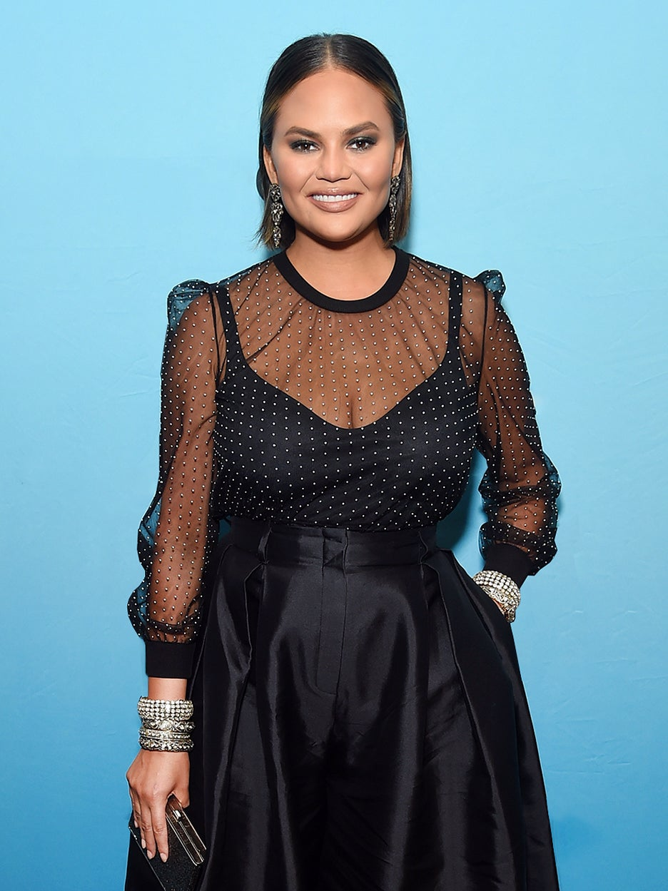Chrissy-Teigen-Small-Space-Solution-domino