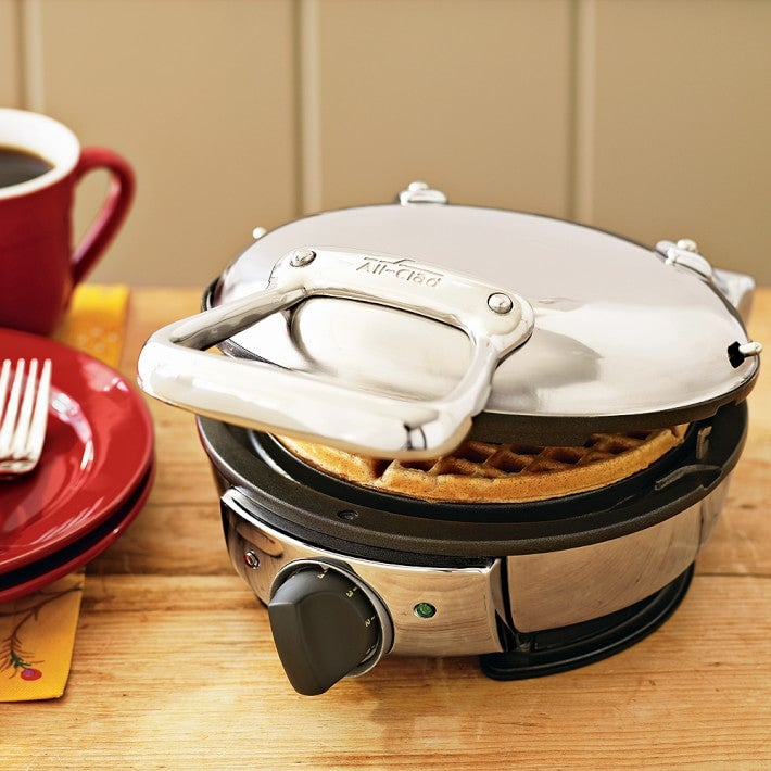 all-clad-classic-round-waffle-maker-o-1