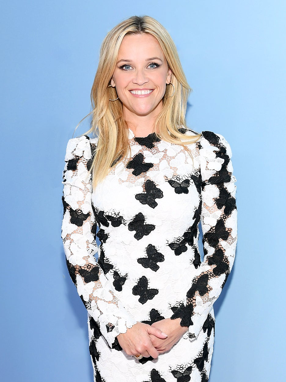 Reese-Witherspoon-Cast-Iron-Pan-domino