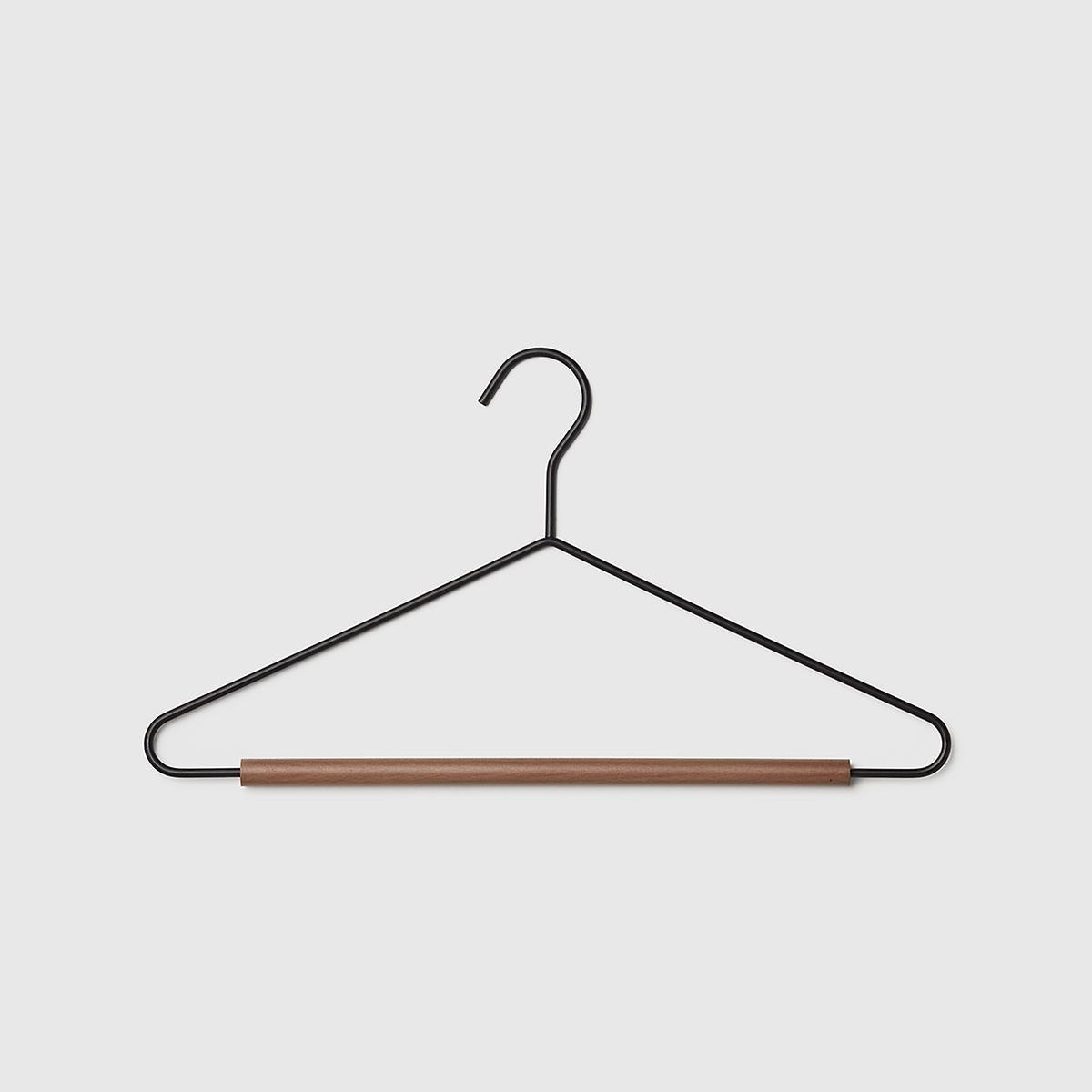 10082066-serene-matte-metal-suit-han (1)