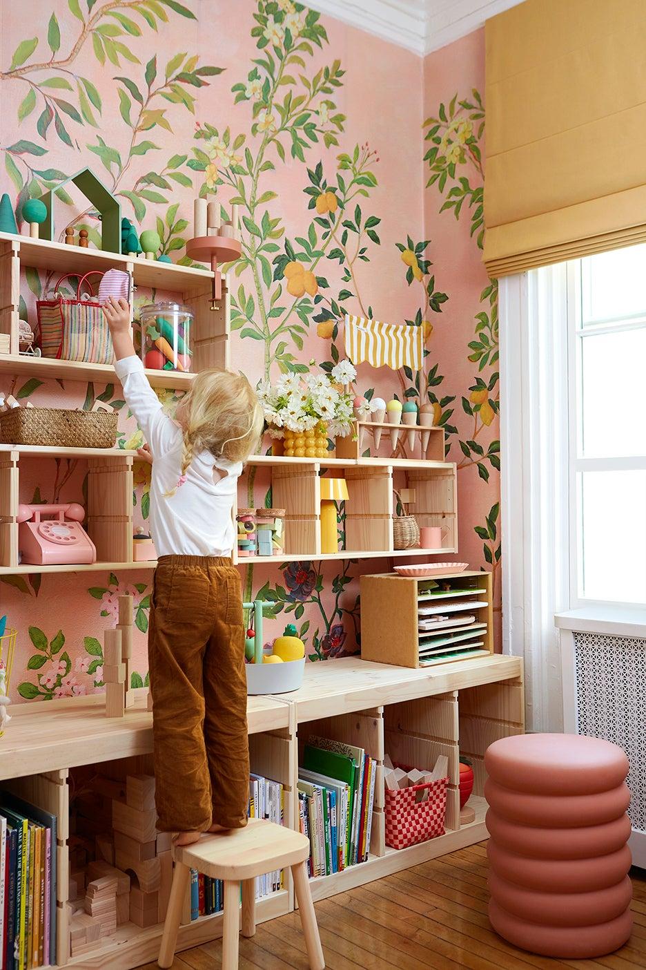 00-FEATURE-Jordan-Ferney-Daughter-DIY-Mural-Wallpaper-domino