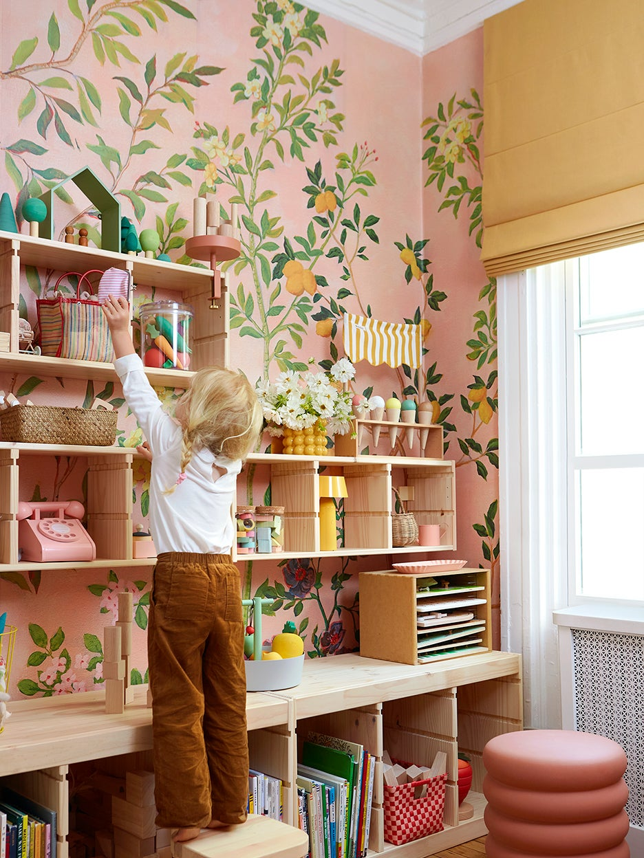When They Couldn't Find the Perfect Wallpaper, These Parents Painted Their Own
