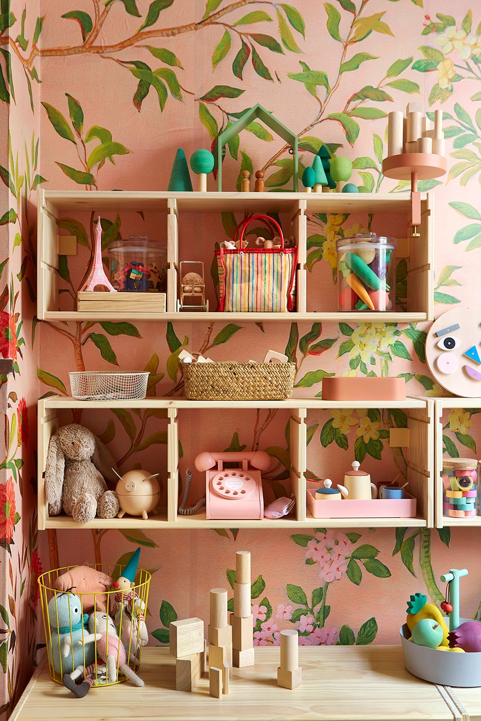 a kids bedroom shelving