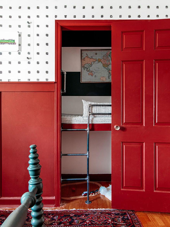 00-FEATURE-Train-Room-Closet-Reading-Nook-domino-3×4