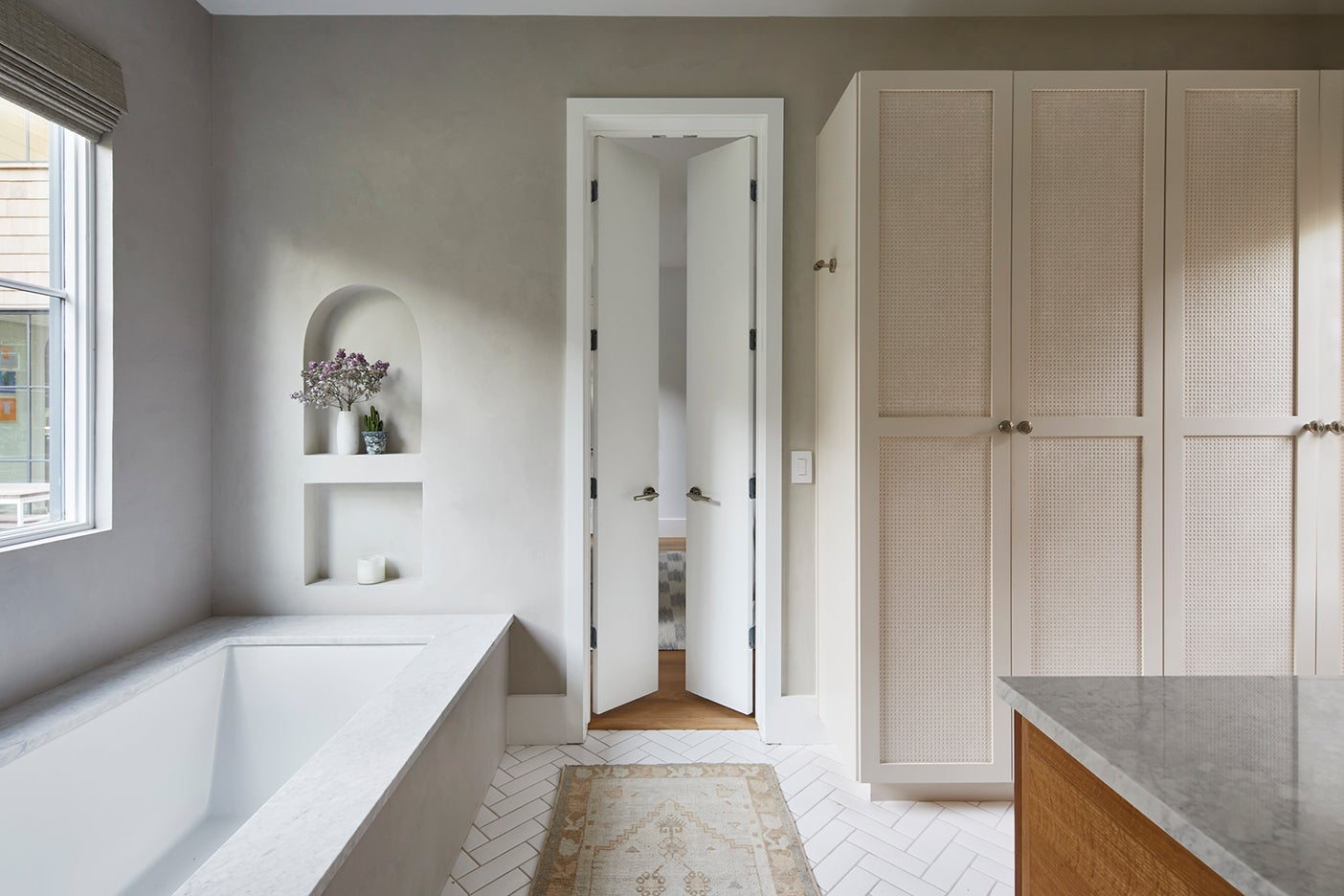 marble tub with plastered wall niche