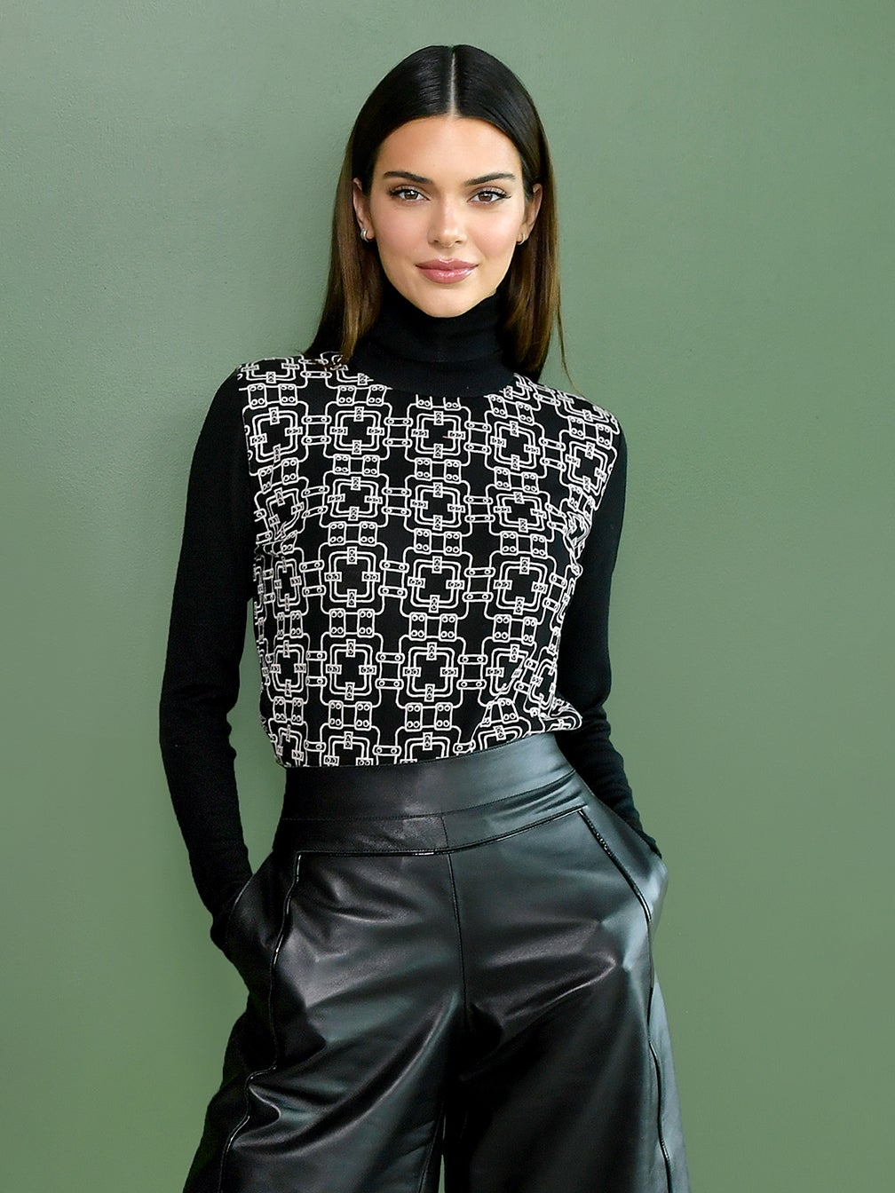 Kendall-Jenner-Bowls-domino