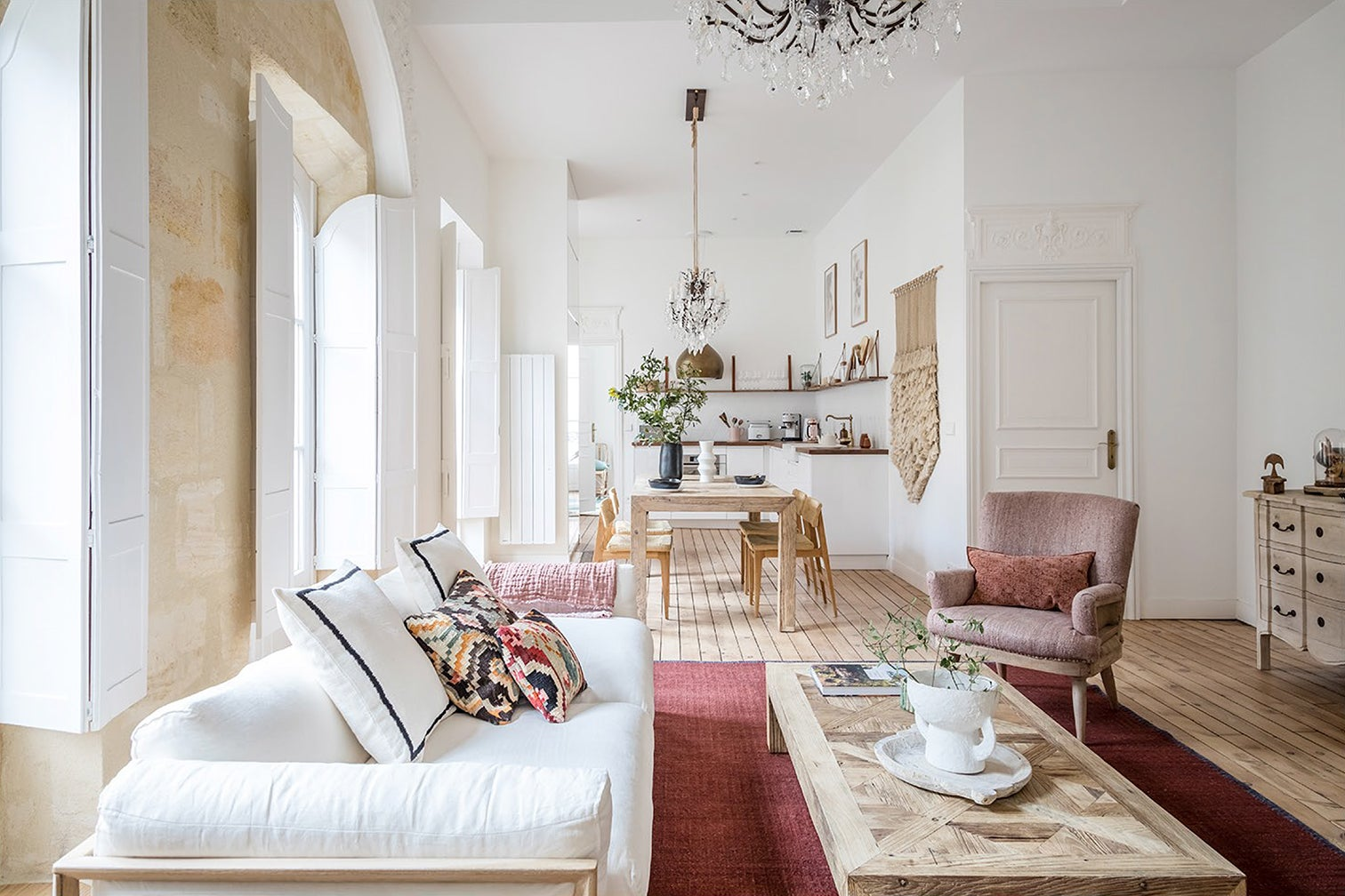 A Modern Partition Let (Even More) Light Into This 18-Century Bordeaux Apartment