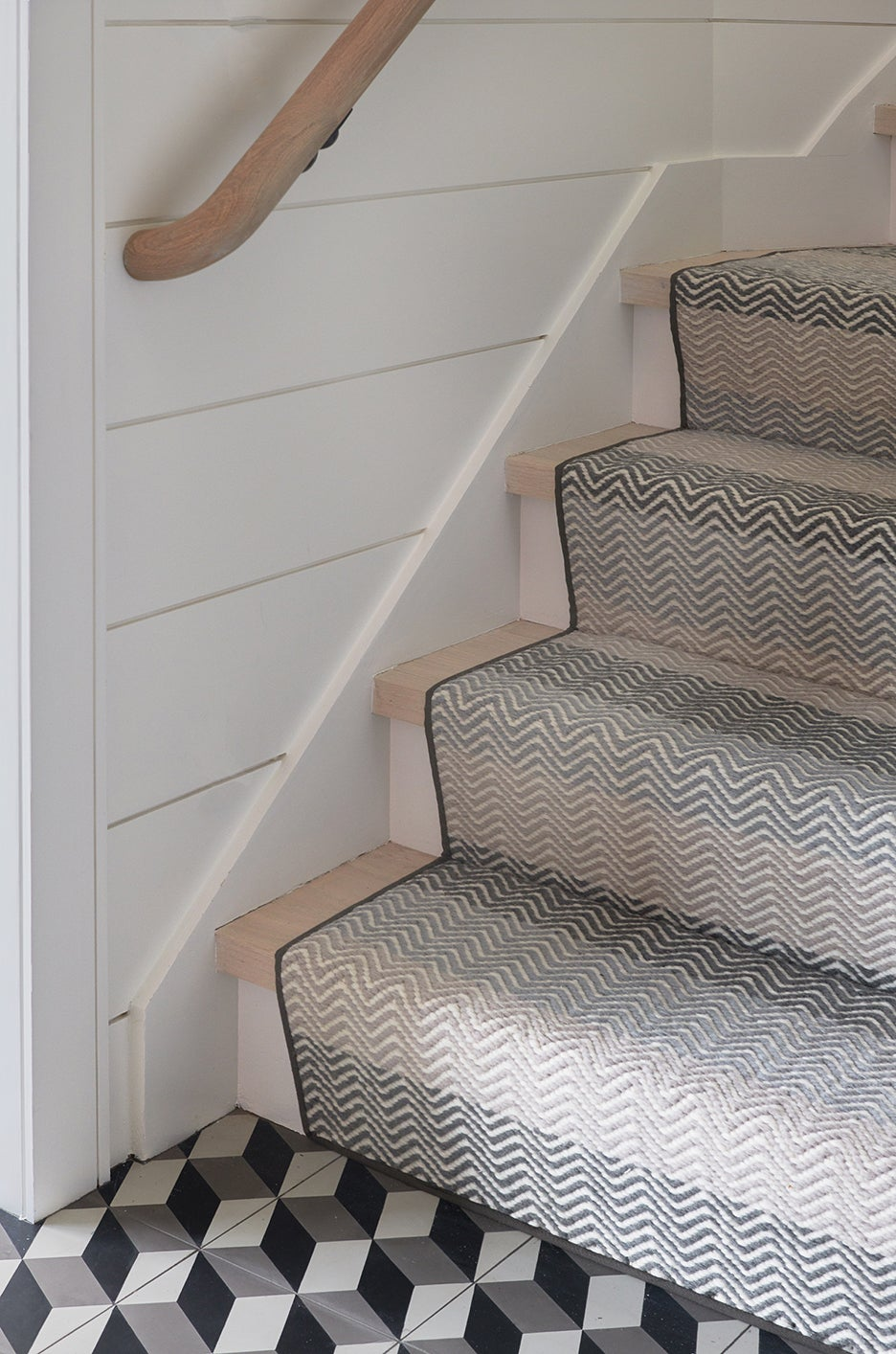 a squiggly carpet on a staircase