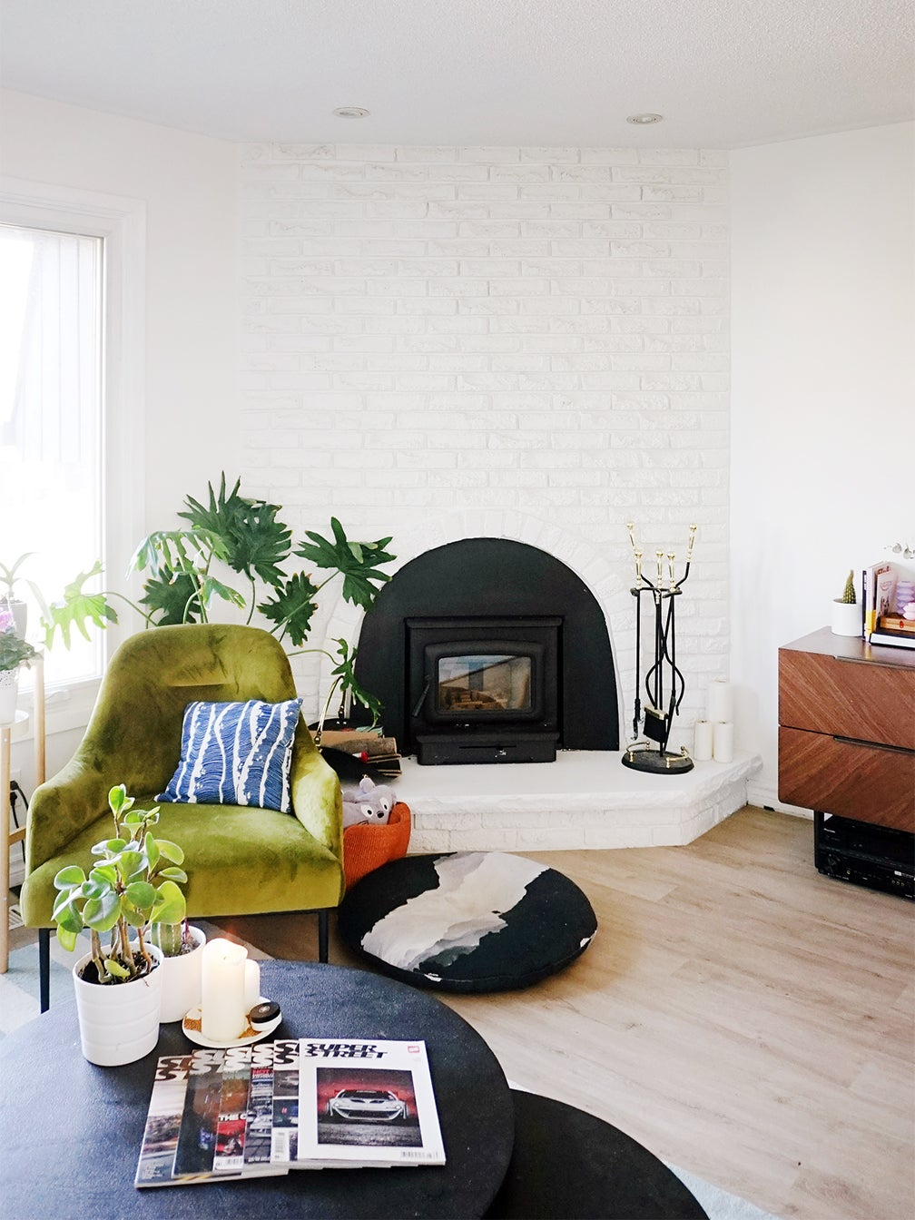 fireplace plinth in mid century style livign room