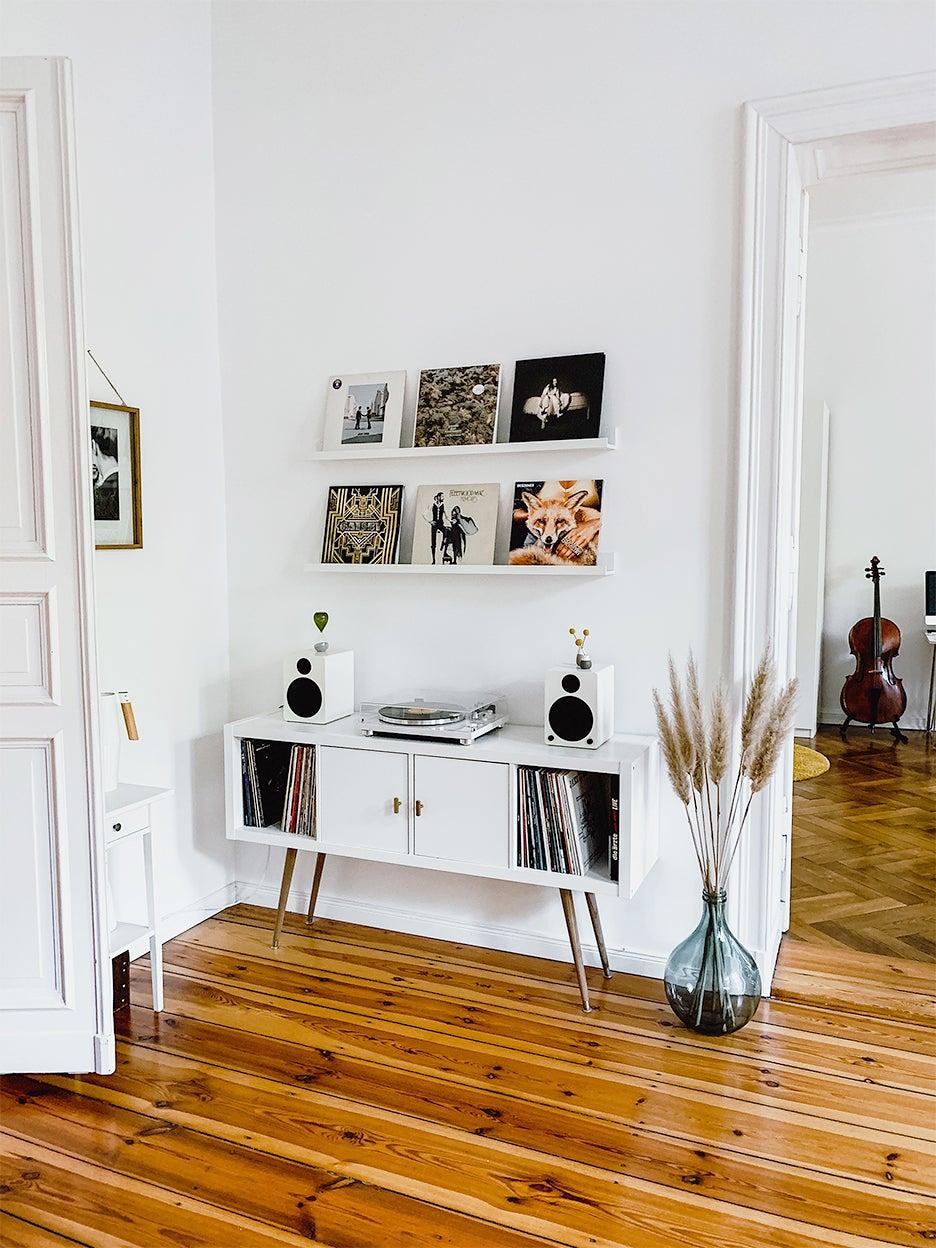 IKEA KALLAX Hacks Vinyl display cabinet with legs