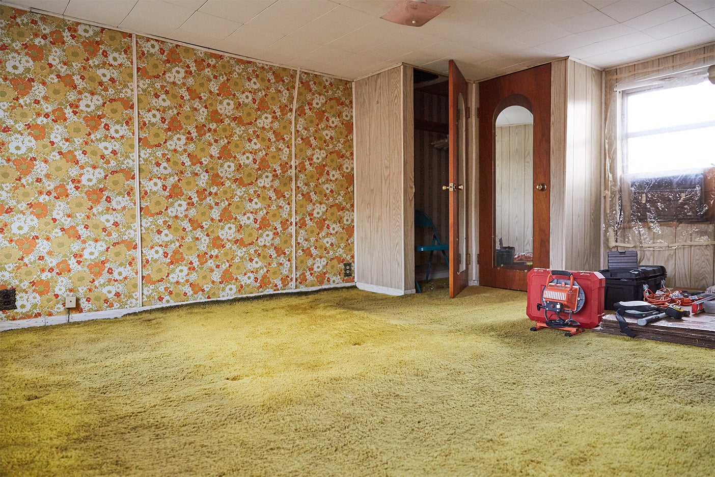 dated bedroom with yellow carpet