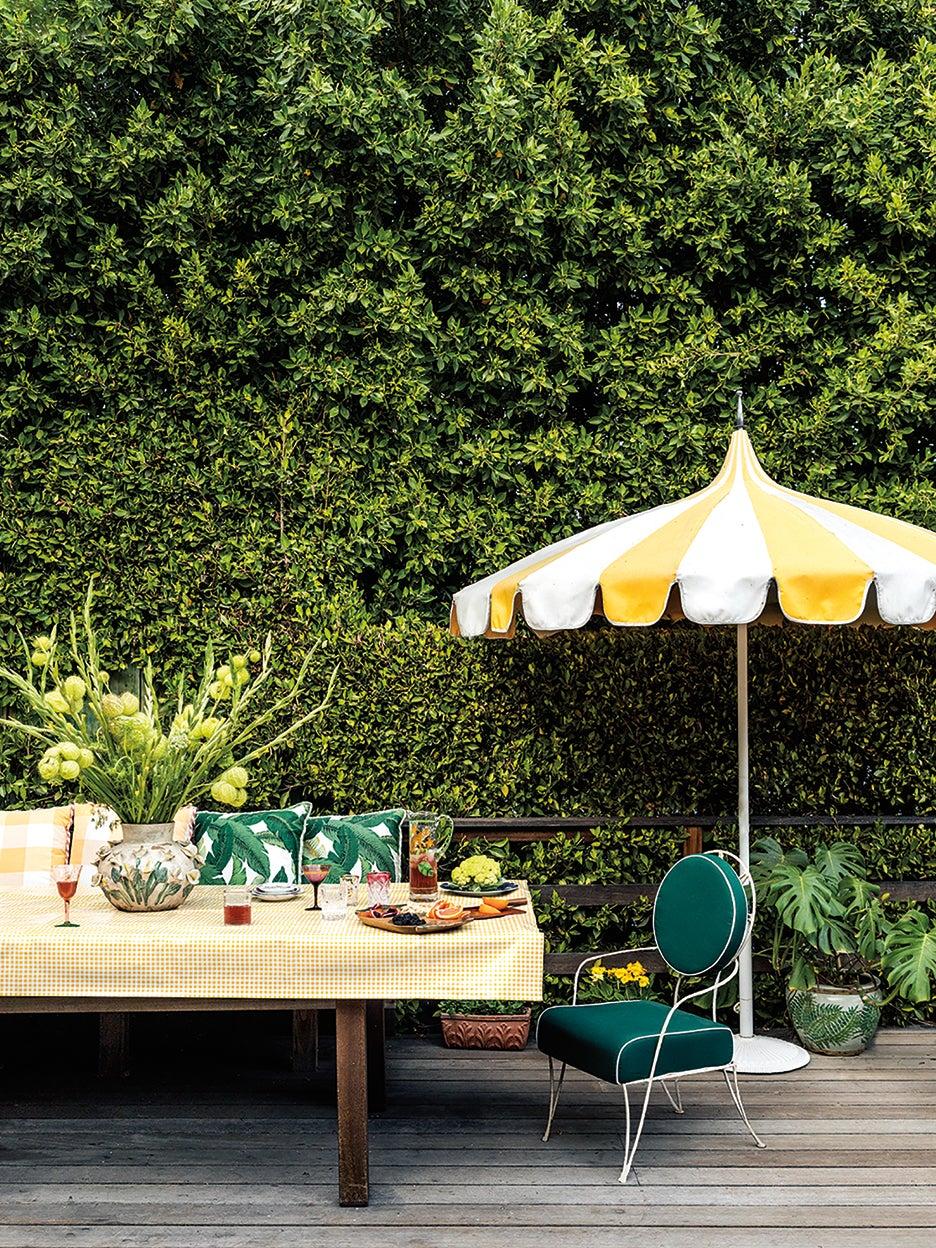 Freestanding-Outdoor-Kitchens-domino