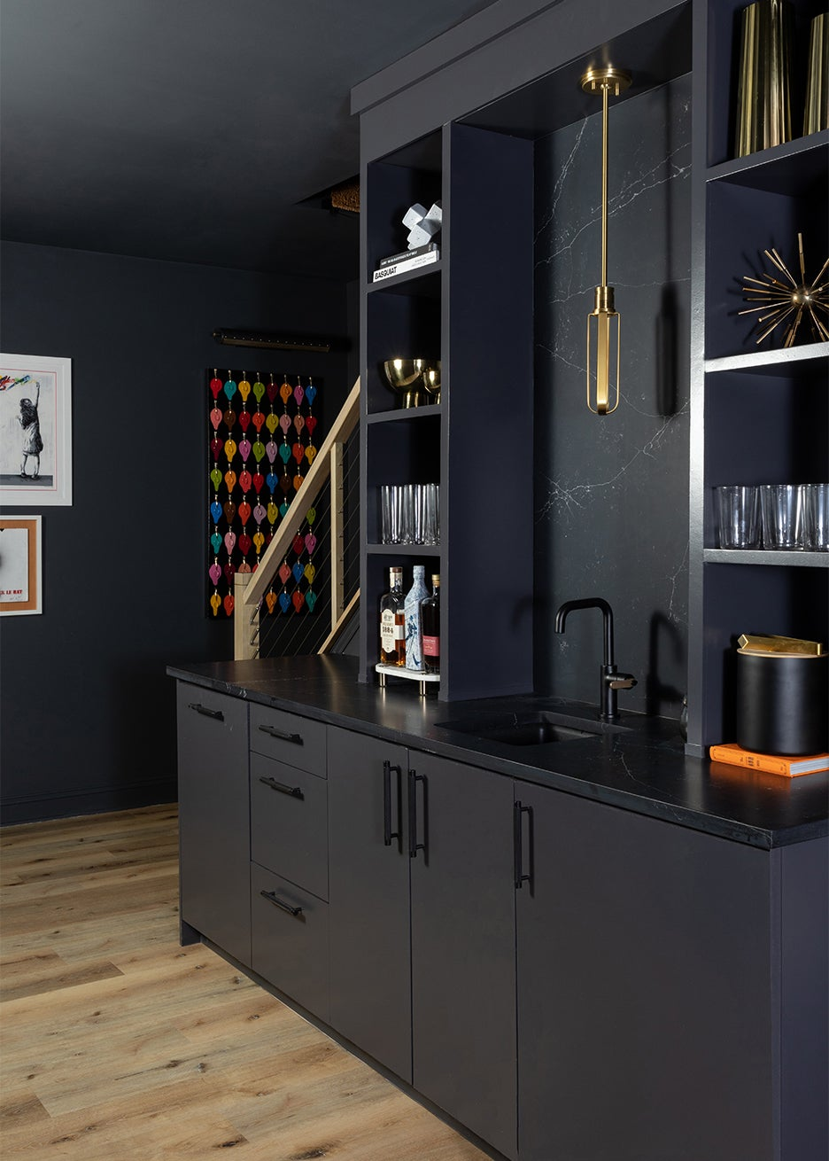 black wet bar