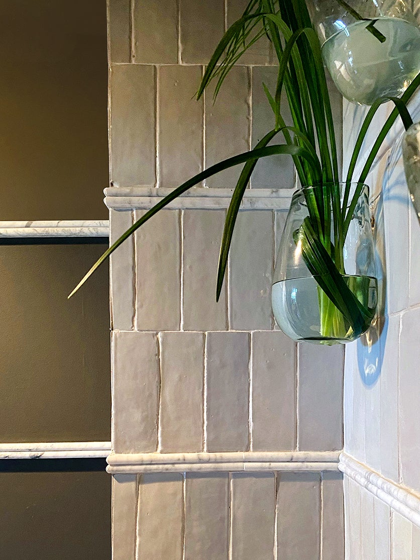 marble fluting running from tile to wall