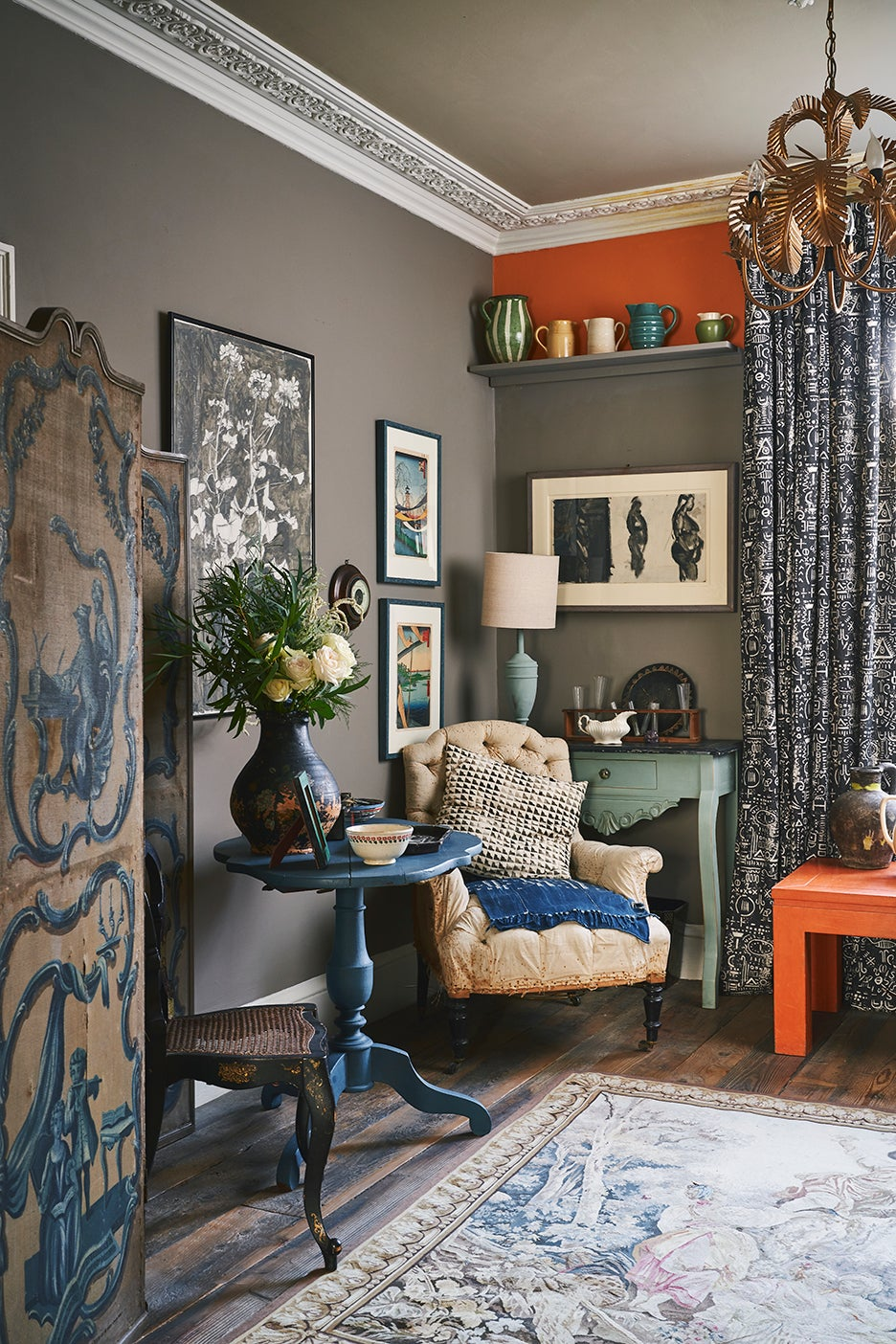 eclectic cottage-y living room