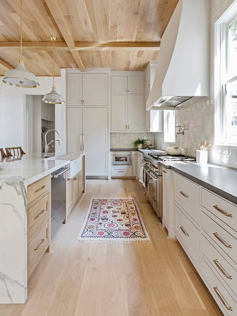 Antique White Cabinets Give Any Kitchen Farmhouse Vibes—Even a Modern One