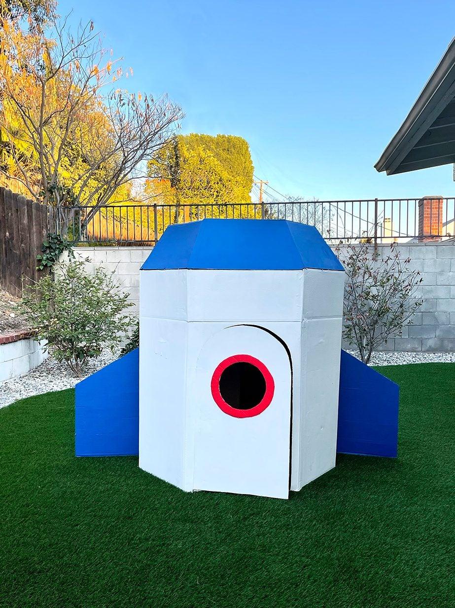 DIY-Kids-Outdoor-Rocketship-domino-1
