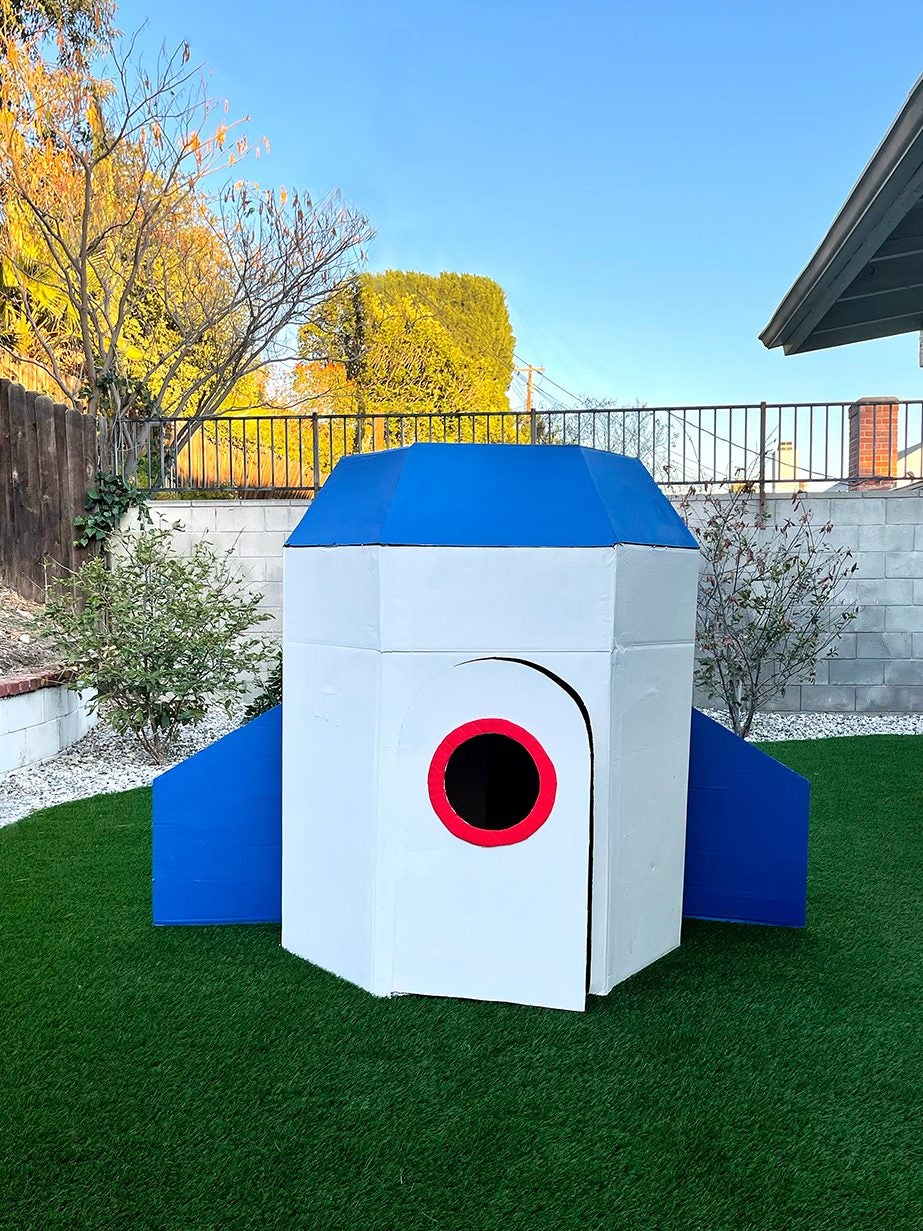 Make the Most of Your Cardboard Boxes With a Kid-Size Backyard Rocket Ship