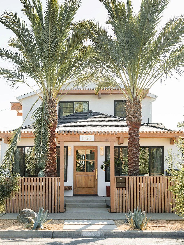 00-FEATURE-oceanside-california-home-exterior-renovation-domino