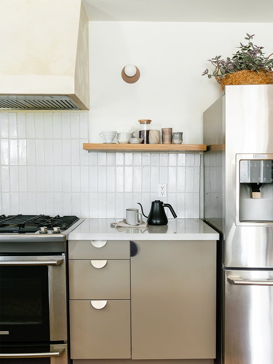 00-FEATURE-kitchen-cabinet-refacing-domino