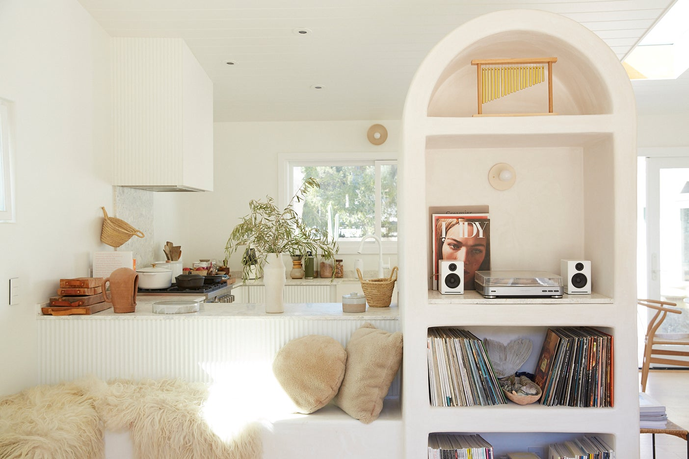 cream kitchen with rounded plaster shelf