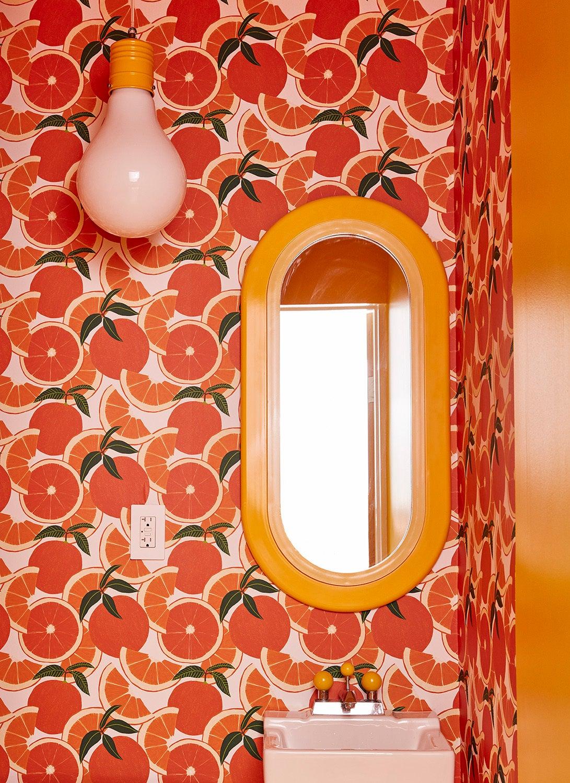 bathroom-party-accessories-domino