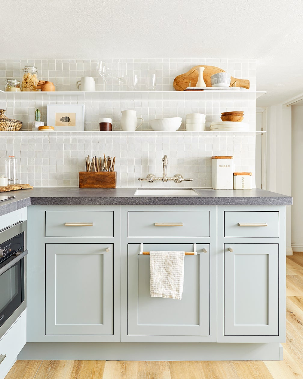 Kitchen-Cabinet-Handles-domino